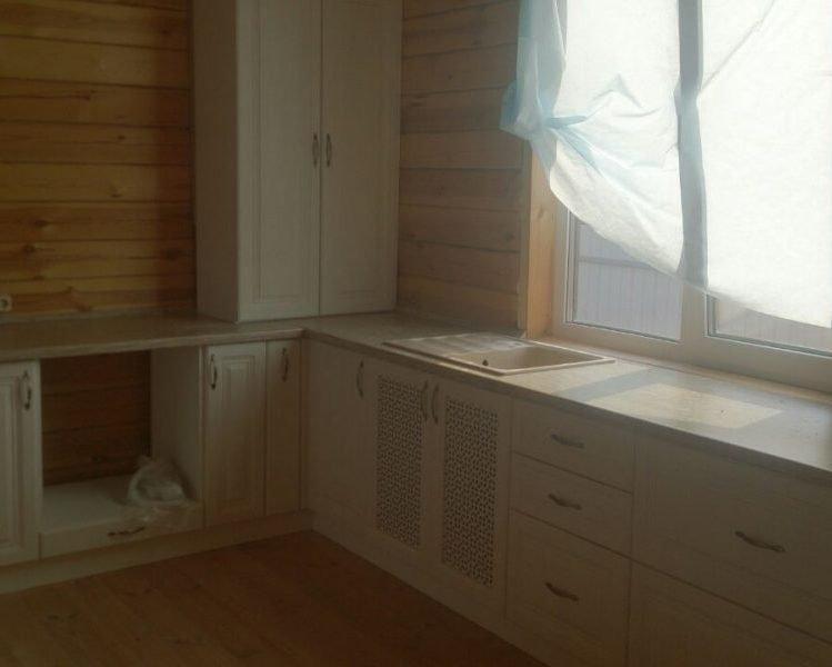 Кухонный гарнитур в деревянный дом