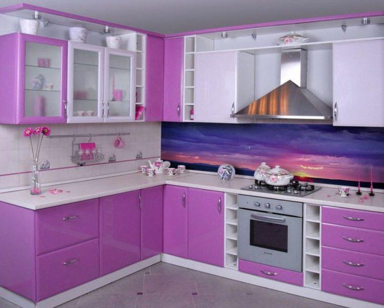 Угловой кухонный гарнитур белый с фиолетовым