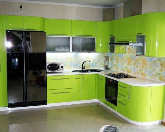 Г-образный кухонный гарнитур в пленке