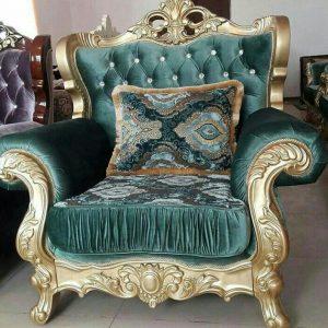 кресло в королевском стиле